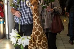 Doris & Willi mit Giraffe